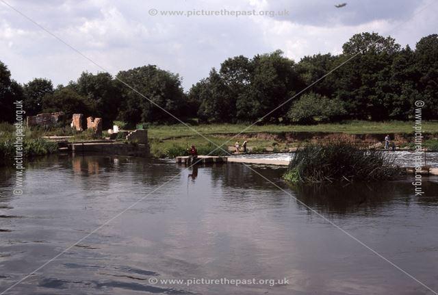 Long Stone Bridge view to Weir, Mill Gate, Newark, 1987