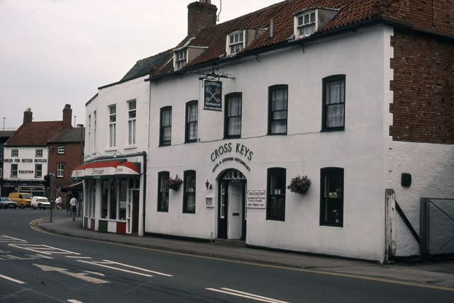 Cross Keys Public House and Italian Restaurant, London Road, Newark, 1987
