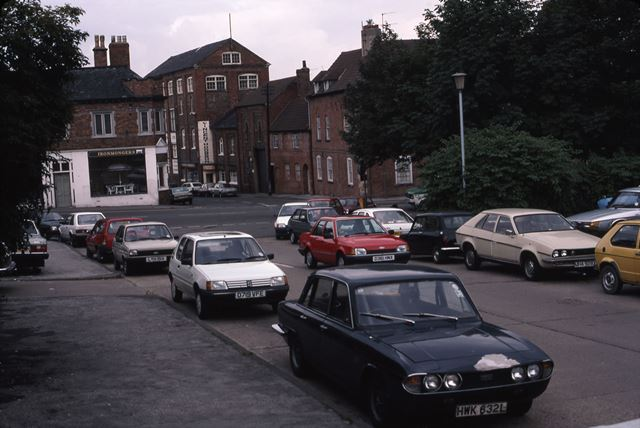 View towards Town Wharf, Slaughterhouse Lane, Newark, 1987