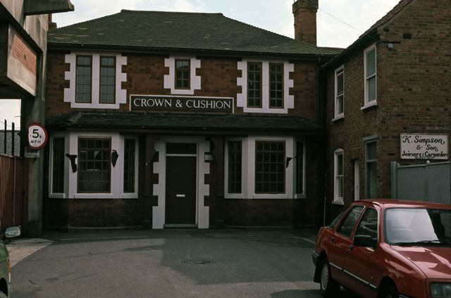 Crown and Cushion Public House, Albion Street, Newark, 1987