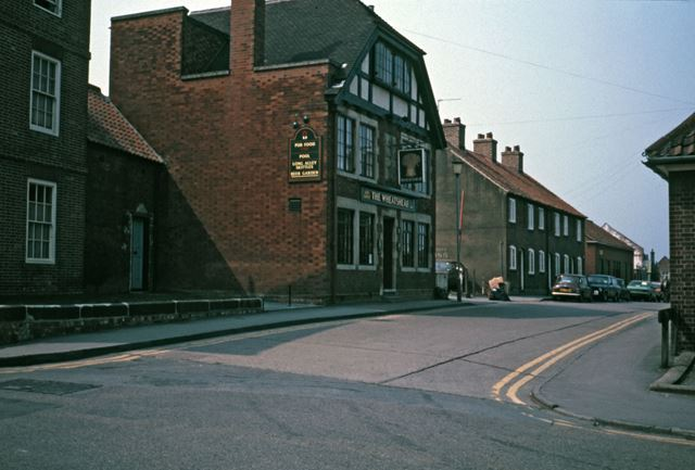 Wheatsheaf Public House and Slaughterhouse Lane, Newark, c 1986