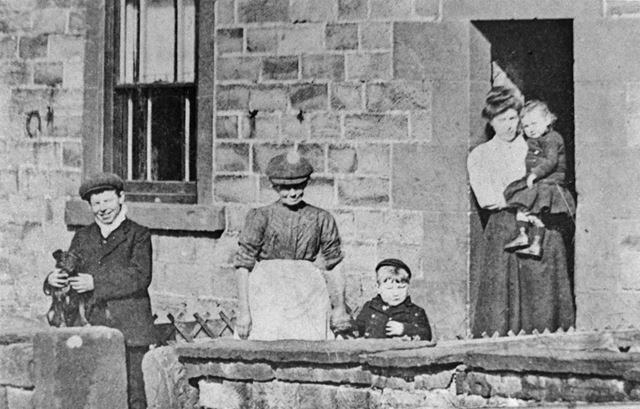 Radford Family at Bunkers Hill, Oakerthorpe, c 1910