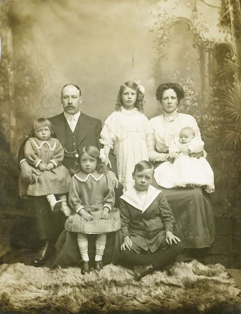 Woottan Family Portrait, Long Eaton, c 1910s