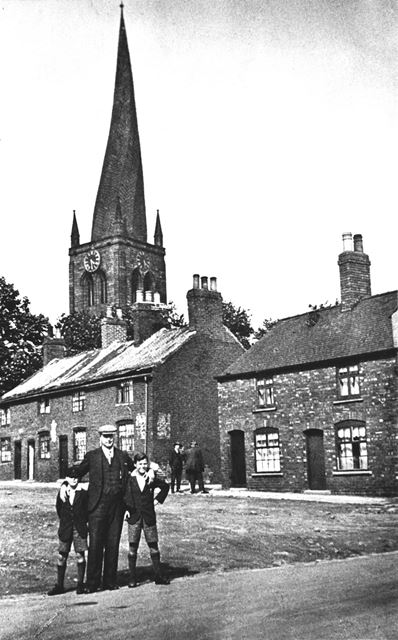 Ye Olde Crooked Spire public house and St Mary and All Saints (crooked spire) in the background, 192