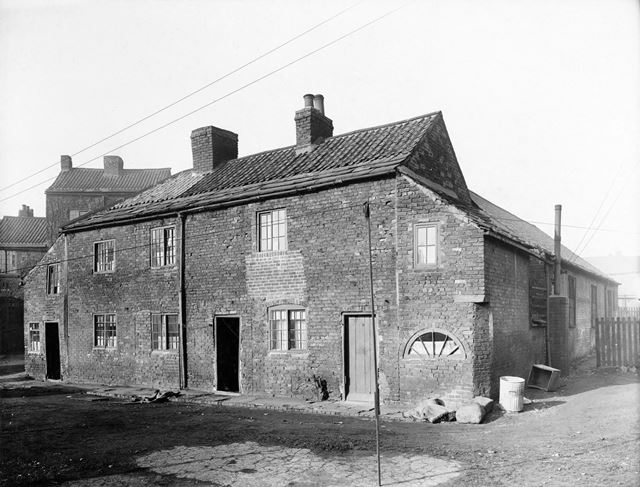 Nos 4, 5, 6 (R to L) Brewery Yard, off Chatsworth Road, Brampton, Chesterfield, 1934