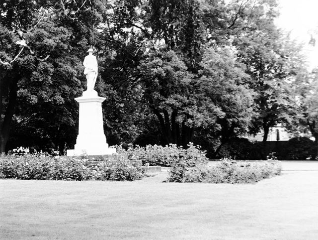The Gardens of Remembrance, Lowgates, Staveley