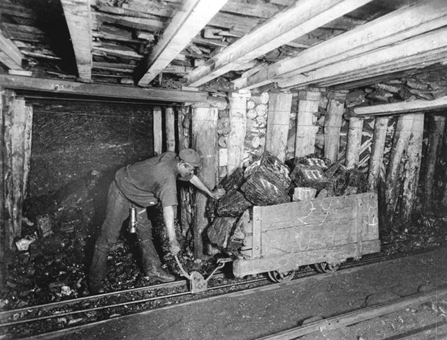 Clipping a Loaded Train On, Denby Colliery, 1898