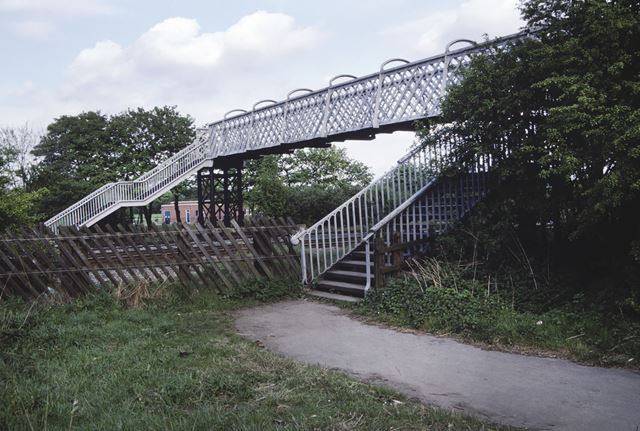 Footbridge over Erewash Valley railway line, Hallam Fields Road, Hallam Fields, Ilkeston, 1982