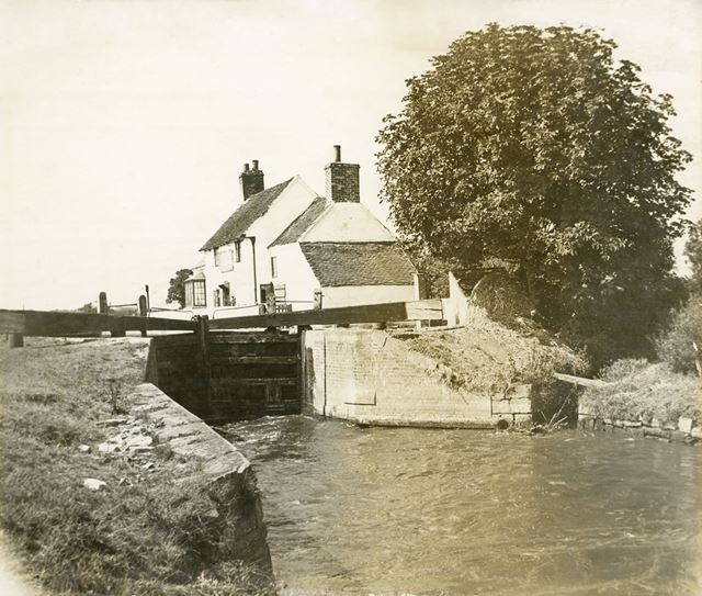 Shardlow Lock and Lock Keepers Cottage, c 1900s