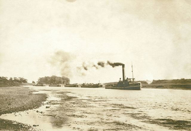 The Steamer tugboat 'Allan A Dale' pulling 4 barges on the River Trent