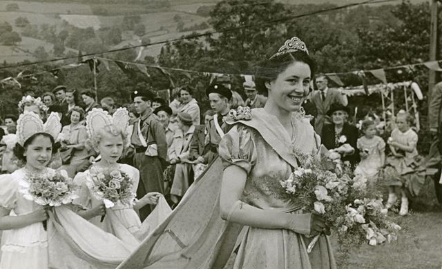Hope Wakes' Queen Nancy Rumsey and attendants, Hope, 1950s