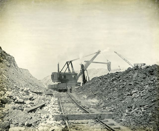 Ironstone for use at Staveley Coal and Iron Company, Ironstone Mines, Cranford c 1930s