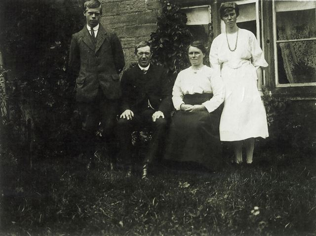 Family Group, Road Nook Farm, Brackenfield