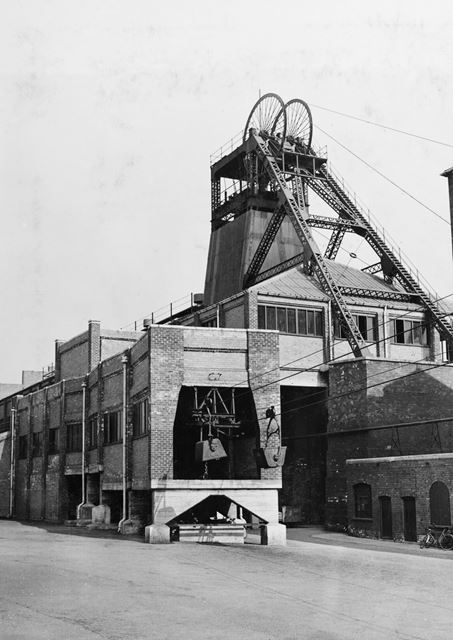 'The Modernisation of Williamthorpe Colliery 1938-40' - Aerial ropeway and headstocks, after improve