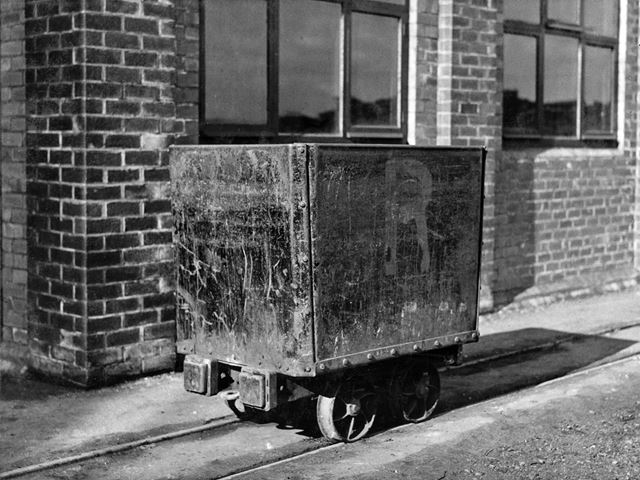 'The Modernisation of Williamthorpe Colliery 1938-40' - New 1 Ton capacity steel tub, used after col
