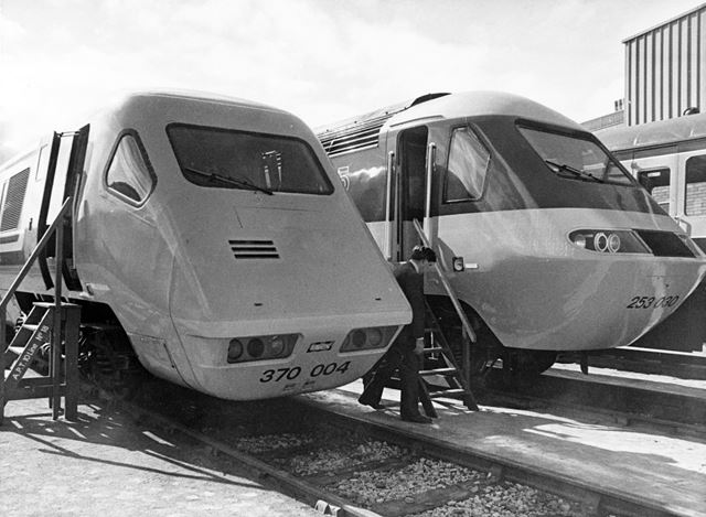 Advanced Passenger and High Speed Train 125 locomotives - side by side
