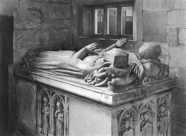 Effigies of Sir Roger and Lady Mynors, St. Alkmund's Church, Church Drive, Duffield, c 1900 - 1910 ?